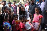 Poonam Pandey Distribute Raincoat To Neddy Kids on 30th May 2017 (57)_592ebf3e41609.JPG