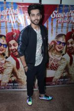 Himansh Kohli at the Promotional Interview for Film Sweetiee Weds NRI on Ist June 2017 (120)_5930209dd7ded.JPG