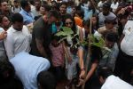 Sanjay Dutt,Manyata Dutt at Tree Plantation & Initiative By MCGM & Bhamla Foundation on 2nd June 2017 (30)_59329e303dff2.JPG