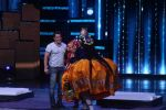 Salman Khan, Sohail Khan, Sonakshi Sinha at the Promotion Of Film Tubelight On The Sets Of Star Plus TV Show Nach Baliye Season 8 on 7th June 2017 (34)_5938f3adece37.JPG