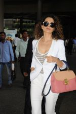 Kangana Ranaut Spotted At International Airport on 9th June 2017 (5)_593aac023eec2.JPG