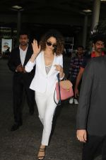 Kangana Ranaut Spotted At International Airport on 9th June 2017 (7)_593aabe7eb6e5.JPG