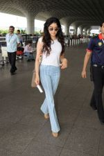 Jahnavi Kapoor at the airport on 10th June 2017 (4)_593c0871a1f3f.JPG