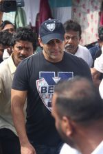 Salman Khan at I Love Mumbai Handing Over Of Public Utility Toilets on 9th June 2017 (1)_593b9d5257d16.JPG