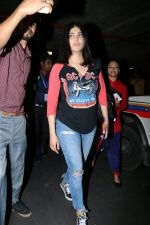 Shruti Haasan at the airport on 10th June 2017 (1)_593bc1db1fe02.jpeg
