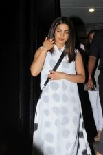 Priyanka Chopra heading to Hakkasan Restaurant on 11th June 2017 (19)_593cc75e52372.JPG