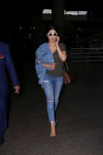 Shruti Haasan at the International Airport on 13th June 2017 (2)_594014cd06262.JPG
