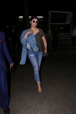 Shruti Haasan at the International Airport on 13th June 2017 (4)_594014ce0197f.JPG
