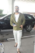 John Abraham at the Airport on 14th June 2017 (3)_5941100a00922.JPG