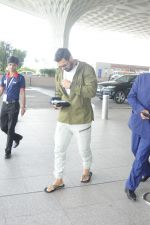 John Abraham at the Airport on 14th June 2017 (5)_5941100ea33f2.JPG
