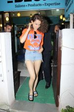 Kangana Ranaut spotted at bblunt salon on 13th June 2017 (10)_5940a50c09e72.JPG