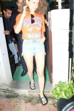 Kangana Ranaut spotted at bblunt salon on 13th June 2017 (13)_5940a529c8d80.JPG