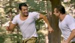 Salman Khan and Sohail Khan in Film Tubelight Movie Still (6)_5941394705731.jpg