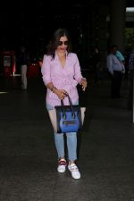 Sophie Choudry at the airport on 14th June 2017 (1)_594114c9b83e7.JPG