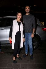 Esha Deol With Her Husband Bharat Takhtani Spotted At Airport on 14th June 2017 (26)_5942123ba3035.JPG
