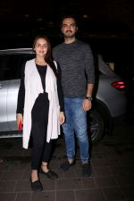 Esha Deol with her husband Bharat Takhtani at the airport during early hours of 15th June 2017 (3)_594207585d968.JPG