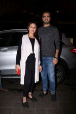 Esha Deol with her husband Bharat Takhtani at the airport during early hours of 15th June 2017 (6)_5942077142395.JPG