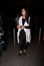 Esha Deol with her husband Bharat Takhtani at the airport during early hours of 15th June 2017 (9)_5942075ca0776.JPG