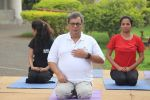 Subhash Ghai doing yoga practice along with his daughter and grandchildren at Whistling Woods International on 15th June 2017 (15)_5942a12474e20.JPG
