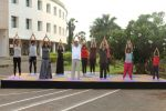 Subhash Ghai doing yoga practice along with his daughter and grandchildren at Whistling Woods International on 15th June 2017 (24)_5942a129a9546.JPG