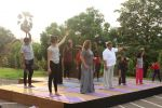 Subhash Ghai doing yoga practice along with his daughter and grandchildren at Whistling Woods International on 15th June 2017 (30)_5942a12f2559e.JPG