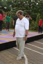 Subhash Ghai doing yoga practice along with his daughter and grandchildren at Whistling Woods International on 15th June 2017 (31)_5942a12febe0e.JPG