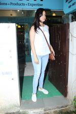 Dia Mirza Spotted At BBLUNT Salon in Bandra on 15th June 2017 (7)_59437bd885afa.JPG