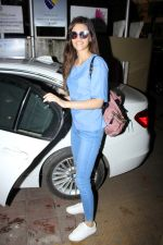 Kriti Sanon Spotted At Bandra on 15th June 2017 (10)_594385754cd74.JPG