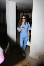 Kriti Sanon Spotted At Bandra on 15th June 2017 (6)_59438553c7efd.JPG