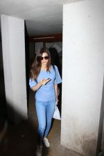 Kriti Sanon Spotted At Bandra on 15th June 2017 (7)_5943855c87bfc.JPG