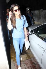 Kriti Sanon Spotted At Bandra on 15th June 2017 (8)_59438565364c7.JPG