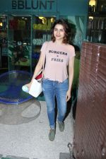 Prachi Desai at BBLUNT Salon in Bandra on 15th June 2017 (3)_59437c1e22857.JPG