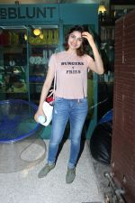 Prachi Desai at BBLUNT Salon in Bandra on 15th June 2017 (6)_59437c3919956.JPG