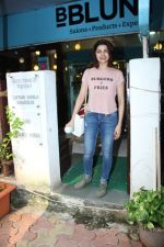 Prachi Desai at BBLUNT Salon in Bandra on 15th June 2017 (8)_59437c4649b2e.JPG