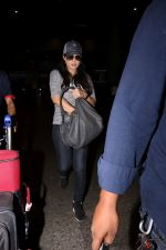 Preity Zinta Spotted At Airport on 15th June 2017 (1)_59437c206e1b8.JPG