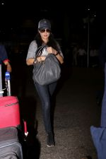 Preity Zinta Spotted At Airport on 15th June 2017 (10)_59437c7e54403.JPG