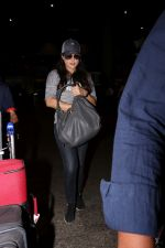 Preity Zinta Spotted At Airport on 15th June 2017 (12)_59437c8f9d0e3.JPG
