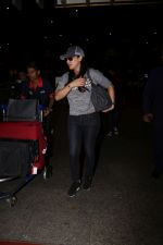 Preity Zinta Spotted At Airport on 15th June 2017 (2)_59437c2b2e8eb.JPG