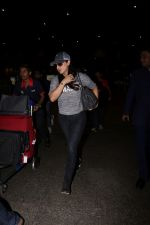 Preity Zinta Spotted At Airport on 15th June 2017 (4)_59437c3f9e575.JPG