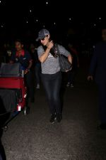 Preity Zinta Spotted At Airport on 15th June 2017 (5)_59437c49d4852.JPG