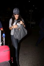 Preity Zinta Spotted At Airport on 15th June 2017 (7)_59437c5ec30a5.JPG