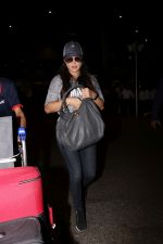 Preity Zinta Spotted At Airport on 15th June 2017 (9)_59437c73803c3.JPG