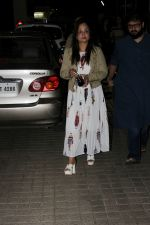 Smita Thackeray along with her son Rahul Thackeray at the screening of All Eyez on Me on 15th June 2017 (3)_5943869ae191a.JPG