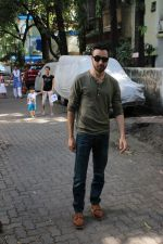 Imran khan spotted at khar on 16th June 2017 (4)_59452edd71b9f.JPG