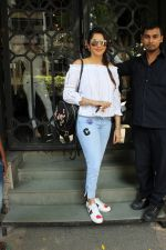 Isha koppikar at korner house in Mumbai on 16th June 2017 (6)_59452f34c04f4.JPG
