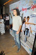 Shah Rukh Khan Makes Imtiaz Ali_s Birthday Special on 16th June 2017 (32)_59452fcd9a22b.JPG