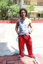 Tiger Shroff spotted at gym on 16th June 2017 (4)_5945304a553d7.JPG