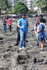 Jackky Bhagnani at Chimbai Beach Clean Up Drive By BMC on 18th June 2017 (26)_594679034234b.JPG