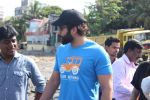 Jackky Bhagnani at Chimbai Beach Clean Up Drive By BMC on 18th June 2017 (28)_594679067c1a6.JPG
