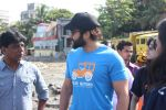 Jackky Bhagnani at Chimbai Beach Clean Up Drive By BMC on 18th June 2017 (29)_594679088018d.JPG